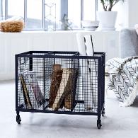 cesta con ruedas estilo industrial