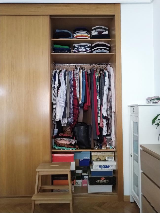 toda mi ropa a la vista en el mismo armario