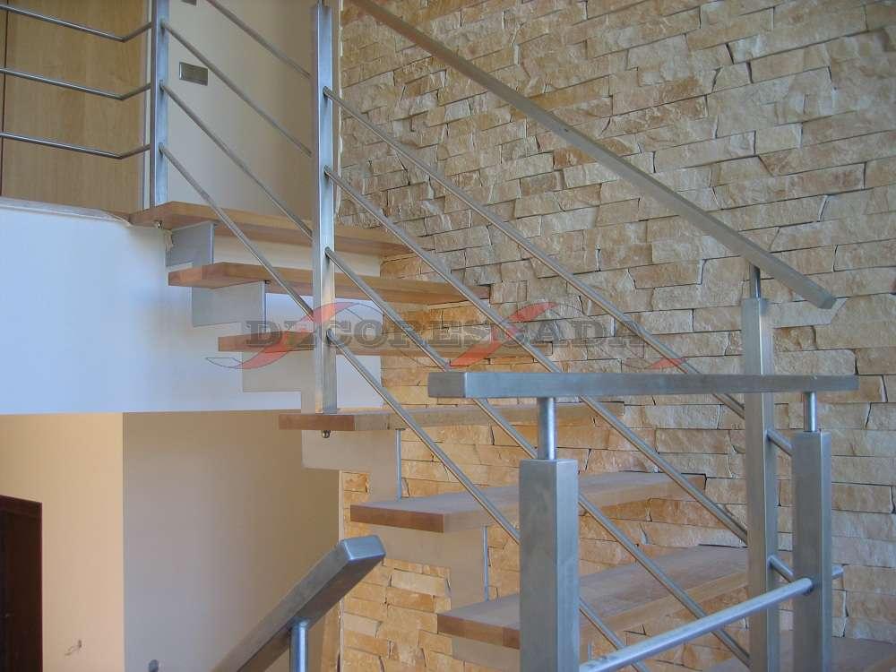 Decorescada  Escada Reta em U de Suporte em Z em Ferro Madeira e Inox