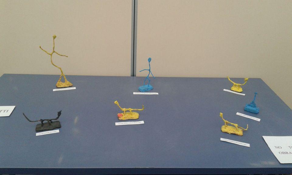 Esculturas imitando el estilo de Alberto Giacometti