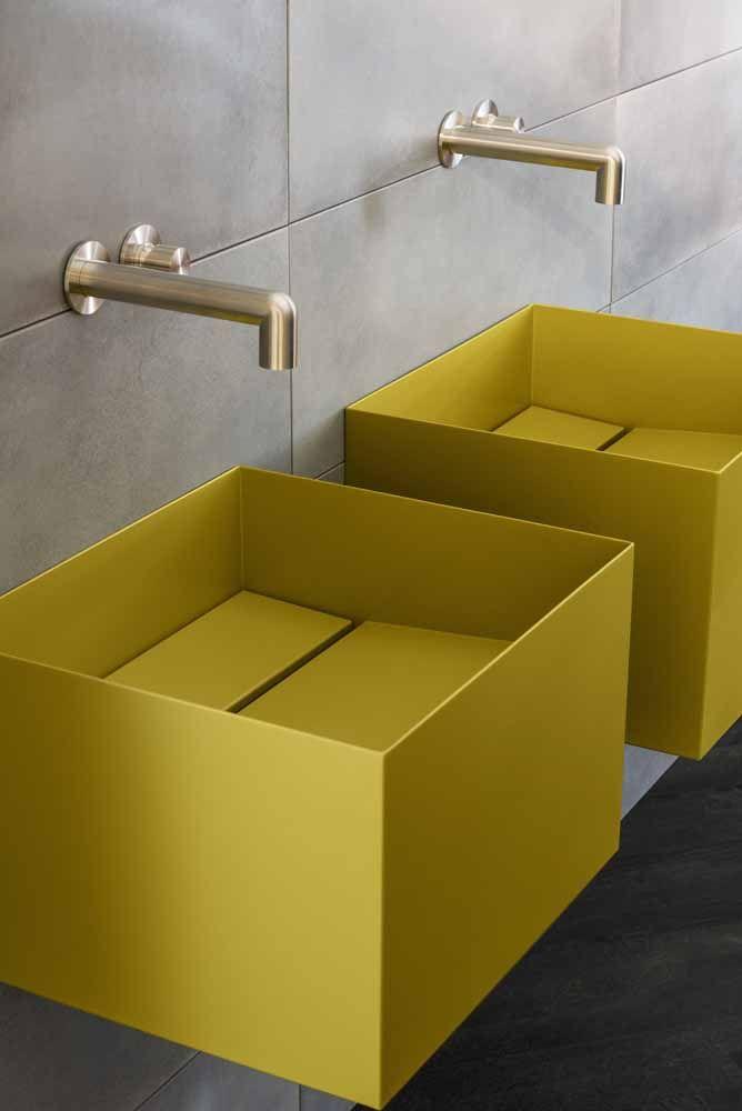 Combine o amarelo com peças de design moderno; o efeito não poderia ser mais destacado