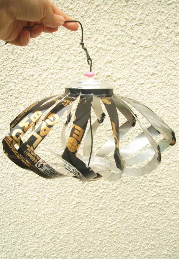 Luminária de latinha: artesanato simples e fácil de fazer