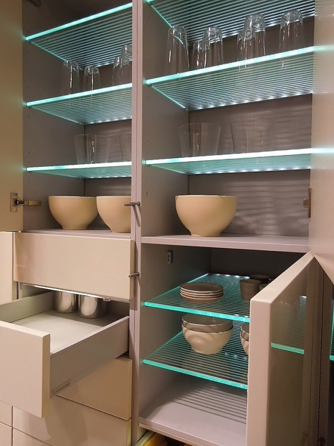 Efficient kitchen shelves and drawers