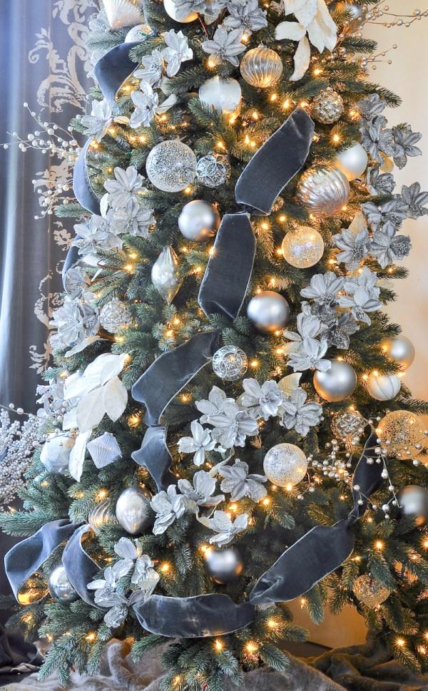 Elegant Gold Christmas Tree