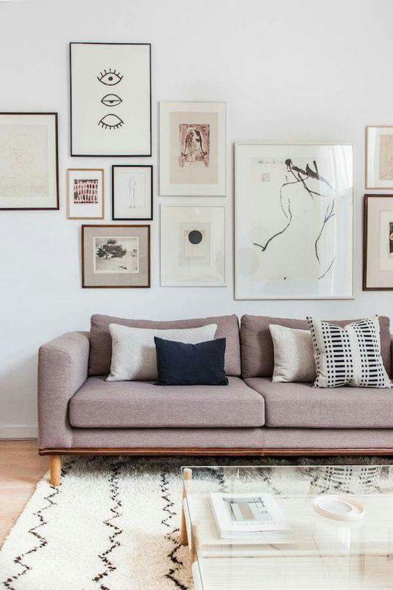 Obrazy w skandynawskim salonie