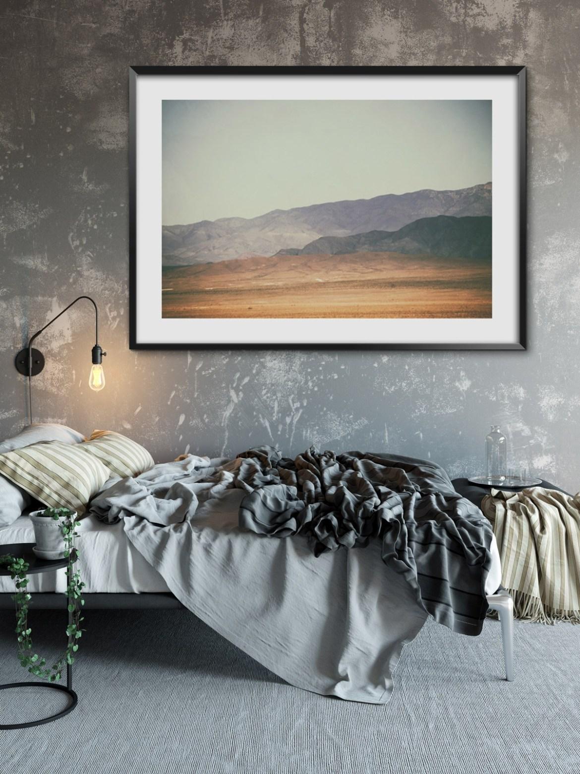 Plakat-z-krajobrazem-na-ścianie-do-sypialni