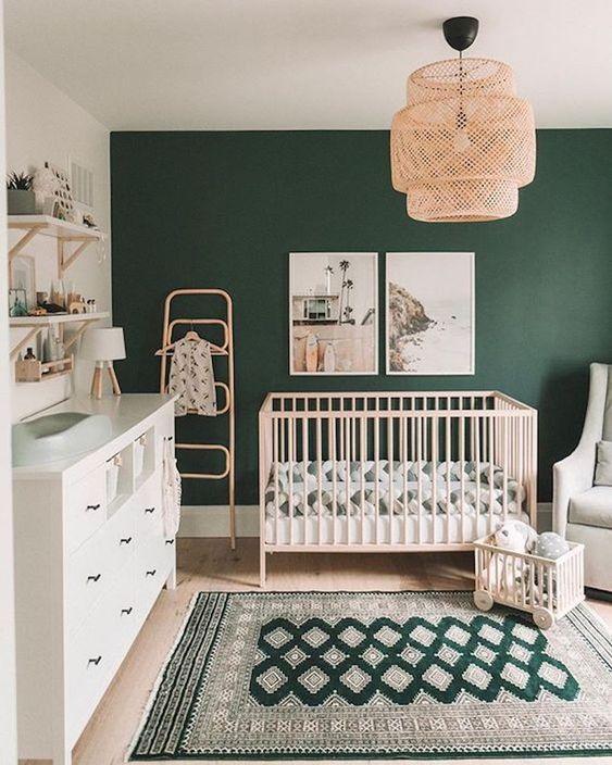 Butelkowa zieleń w pokoju dziecka
