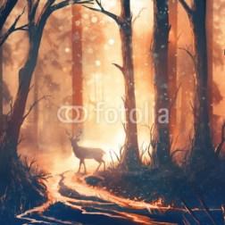 Jeleń stojący na ścieżce w lesie