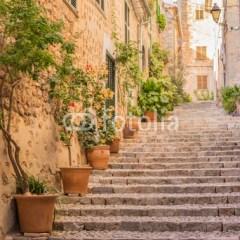Schody w starej wiosce we Włoszech