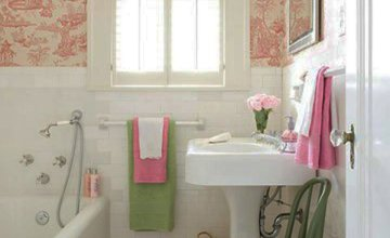 small functional colorful bathroom design