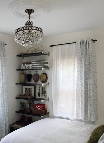 tiny bedroom space-saving with shelves