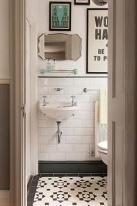 Vintage Decorations for Bathrooms