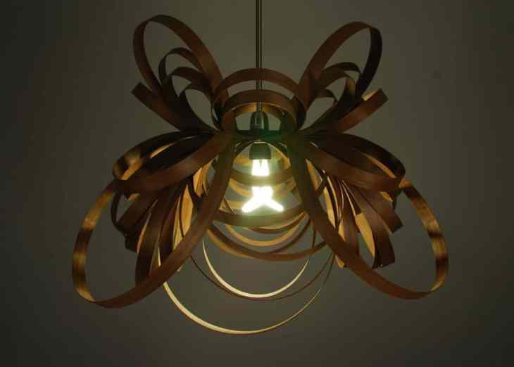 Les suspensionsButterfly Light by Tom Raffield