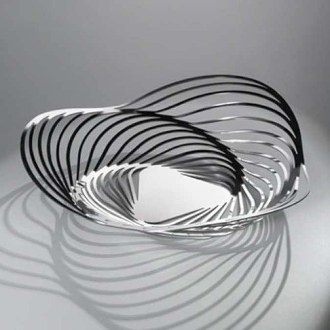 Le centre de table design Trinity d'Adam Cornish pour Alessi