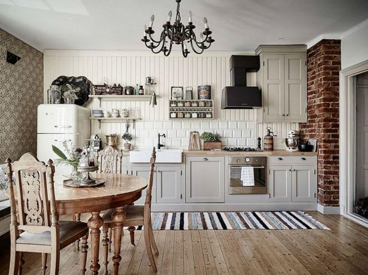 Découvrez la magnifique décoration classique et traditionnelle de cette petite maison suédoise
