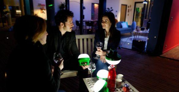 Mobiya - La lampe solaire portable et polyvalente de Schneider Electric
