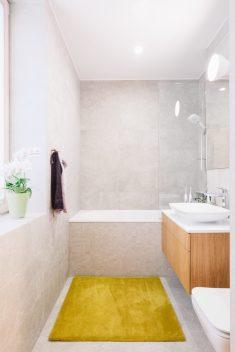 Ines Käärma nous dévoile une maison minimaliste aux accents bleus et jaunes 13