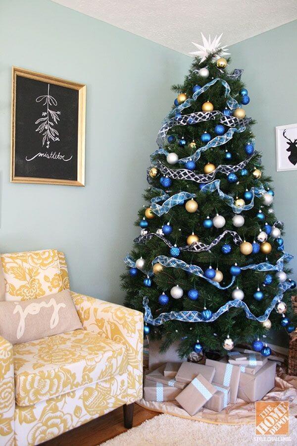 Un sapin de Noël bleu