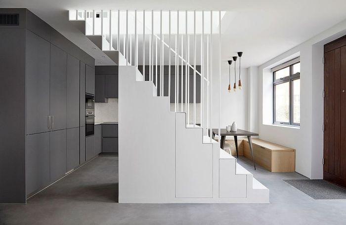 Utiliser l'espace sous l'escalier pour du rangement 2