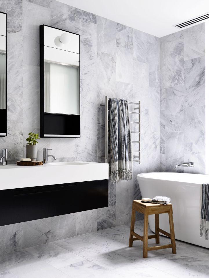 Rénover sa salle de bain avec du marbre et du gris