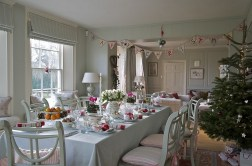 21 idées pour décorer votre salle à manger à Noël avec une touche festive 4