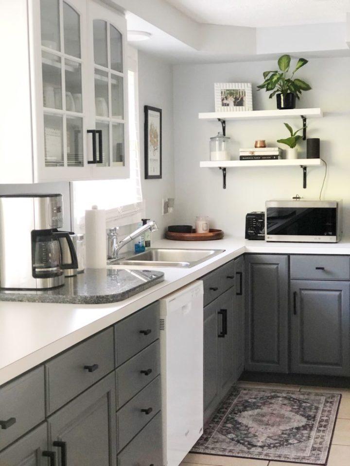 Harmoniser les éléments d'une cuisine bicolore