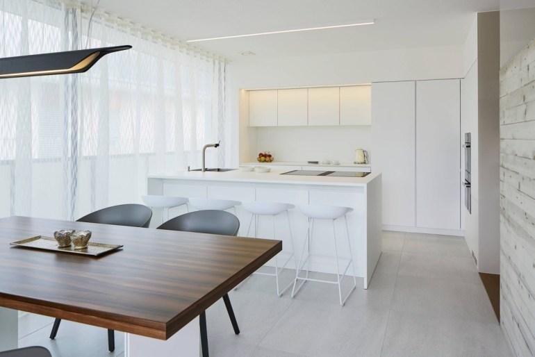 Les cuisines minimalistes marient le blanc