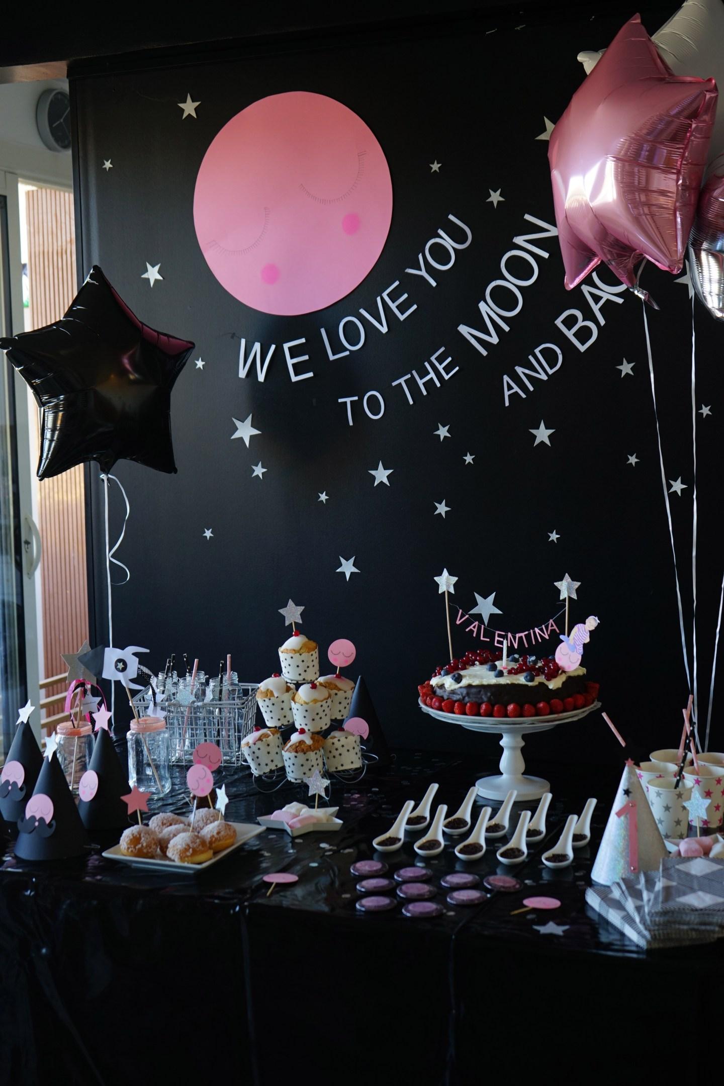 La fête d'un an de notre baby girl en mode Love you to the moon and back