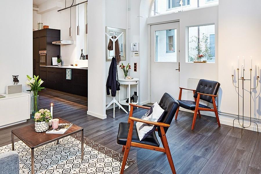 loft; studio design; mini loft; mezzanine; déco rétro; déco scandinave; chaise design; pets espaces; comment aménager un petit espace; bleu pale; bleu céladon; déco vintage; déco masculine