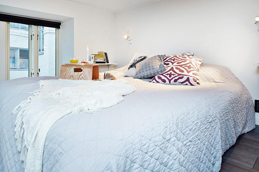 idées chambre; loft; studio design; mini loft; mezzanine; déco rétro; déco scandinave; chaise design; pets espaces; comment aménager un petit espace; bleu pale; bleu céladon; déco vintage; déco masculine