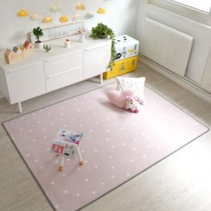 tapis chambre d enfant etoiles rose