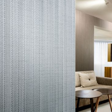 Vinyl wallcovering with deluxe textile feel