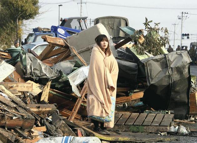 Resultado de imagen de mujer tsunami japon
