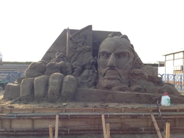 escultura arena ataque a los titanes