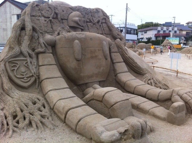 escultura arena laputa