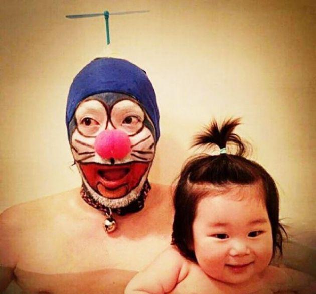 Padre japones hija bano doraemon