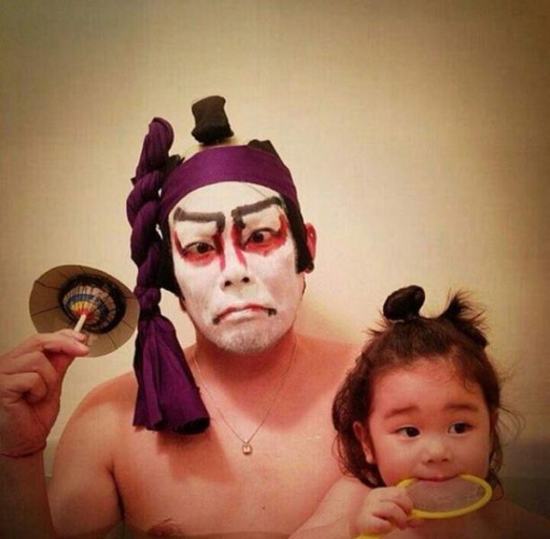 Padre japones hija bano kabuki
