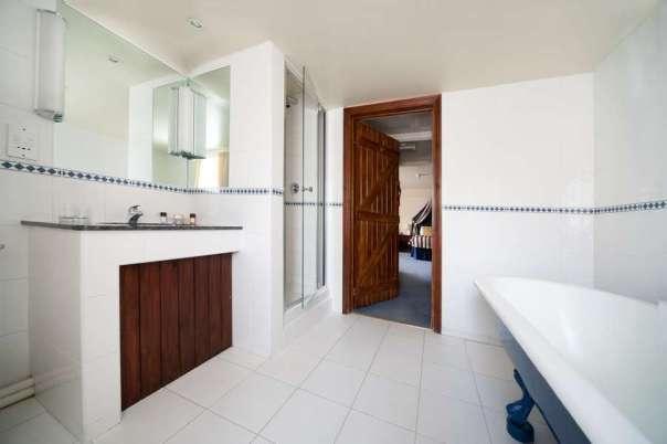 Deddington Hotel Bathroom