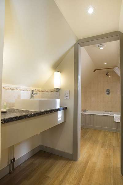 Deddington Double Room Bathroom