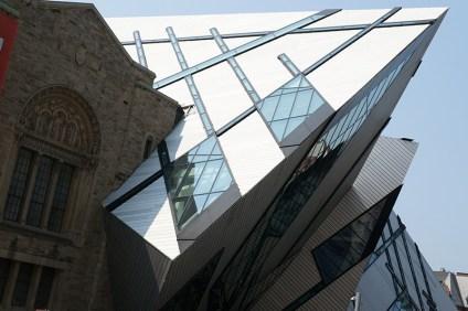 royal-ontario-museum-exterior