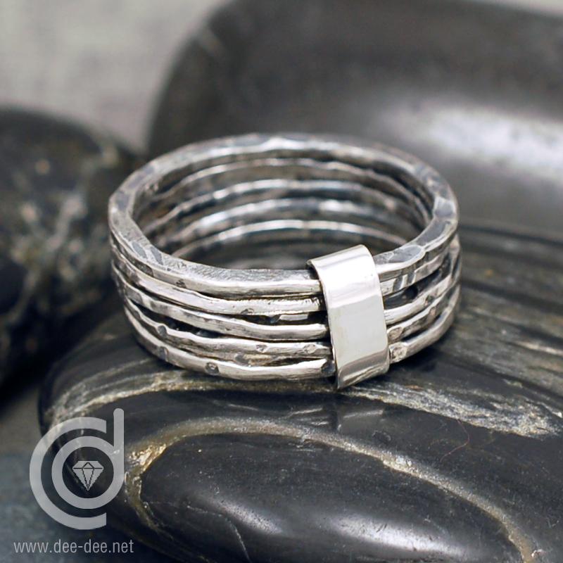 5 alianças ligadas em prata