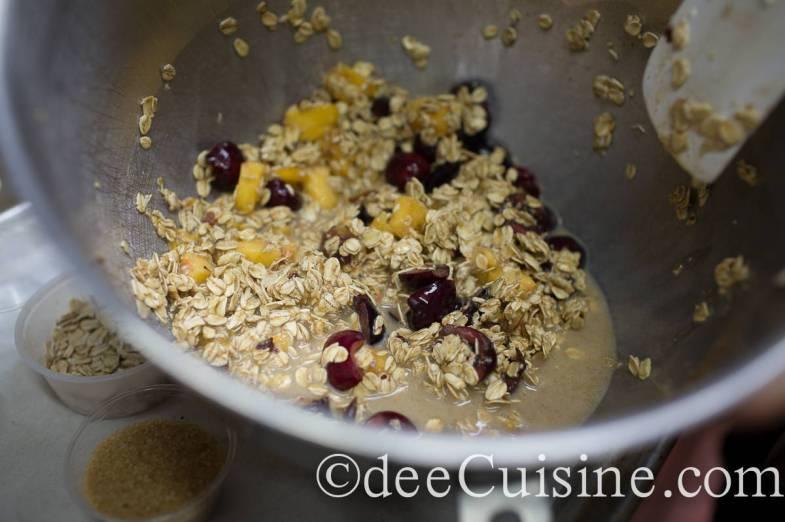 Preparing the oatmeal cups
