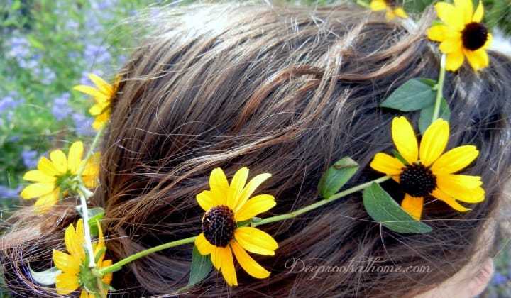 Ode To Summer, A Visual Journal, crown of daisies, making a daisy ring for hair