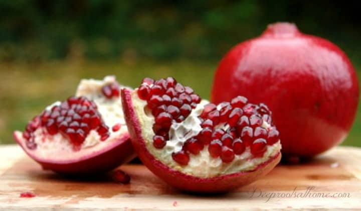 Research: Pomegranate Juice Reverses Heart Blockage, inhibit breast cancer, prostate cancer, colon cancer, leukemia, vitro studies, anti-cancer effect, Mayo Clinic, Dr. Mercola, blood vessels, potent antioxidant compounds, platelet aggregation, naturally lower blood pressure, prevent heart attacks, strokes, severe carotid artery blockage, REVERSAL in atherosclerotic plaque, cardiac arrest, health benefits, research, studies, #1 cause of heart disease, super fruit, superfood, berry, juice, big pharma, juicy seeds, astringent, epithelial cells, mucous membrane, astringent, cleaning the mouth, arteries, veins, drinking pomegranate juice, circulatory system, our true hope, Dr. Fuhrman, sweet tart taste,
