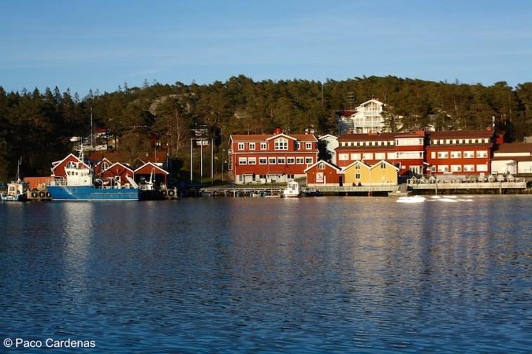 The Lovén Centre at Tjärnö (marine station) with the RV Nereus