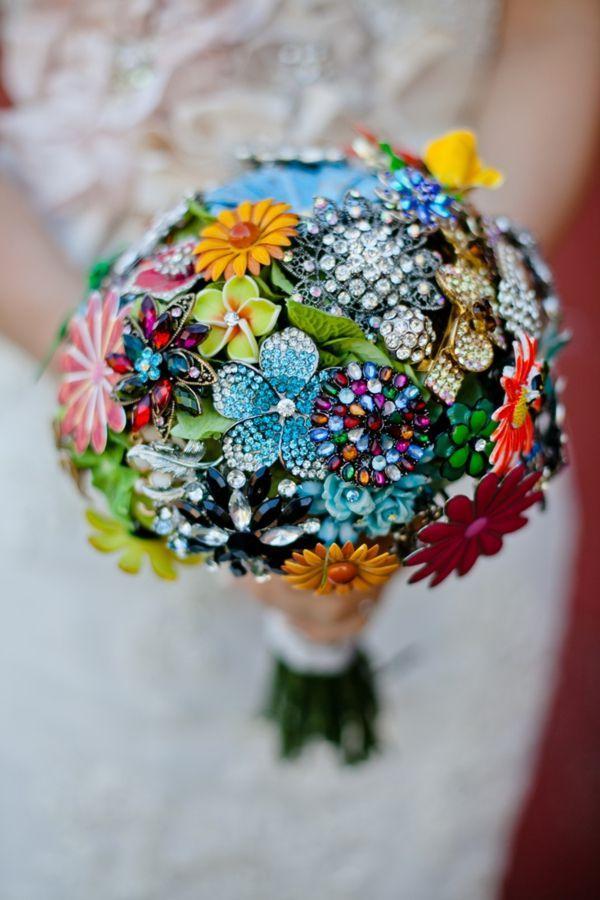 20 Chic Brooch Wedding Bouquets with DIY tutorial  Deer