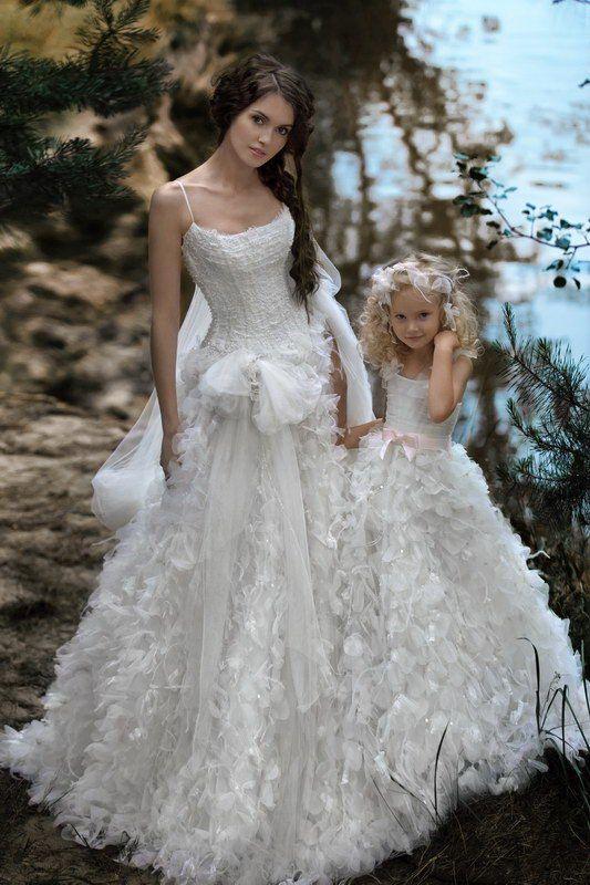 36 Cute Wedding Photo Ideas of Bride and Flower Girl  Deer Pearl Flowers