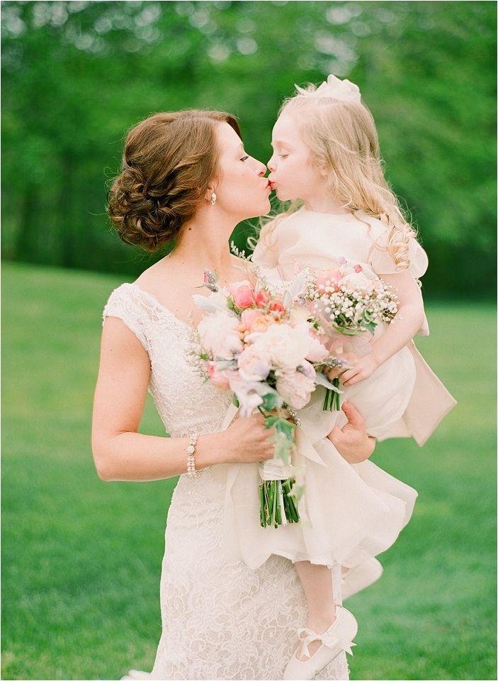 36 Cute Wedding Photo Ideas Of Bride And Flower Girl