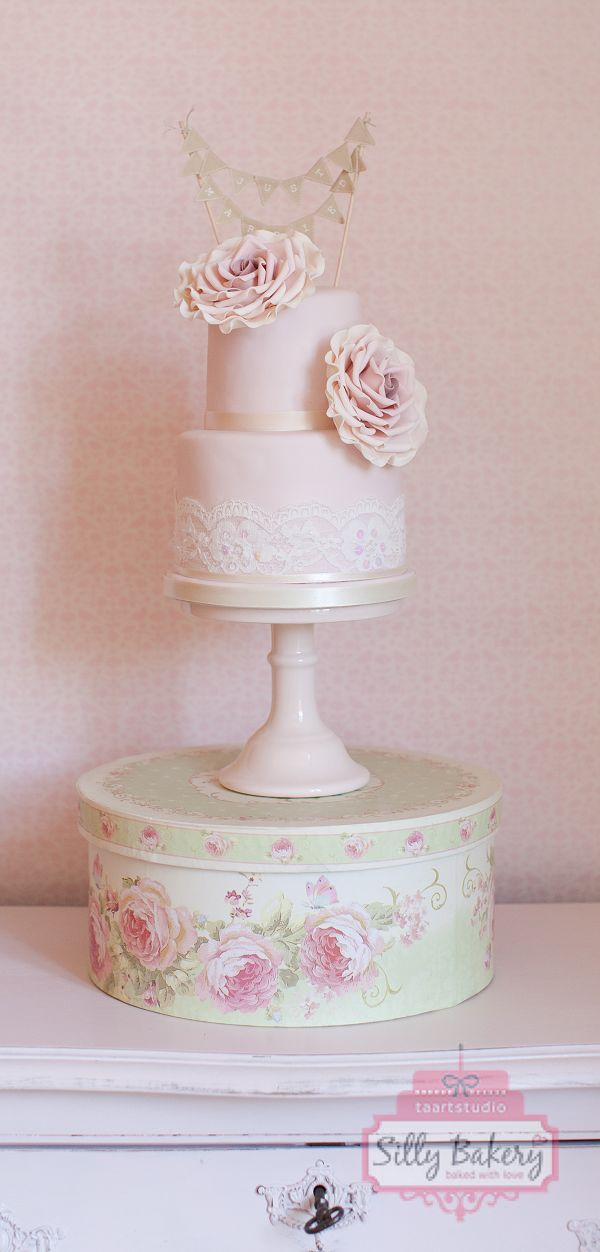 22 Whimsical Wedding Cakes From Silly Bakery Deer Pearl