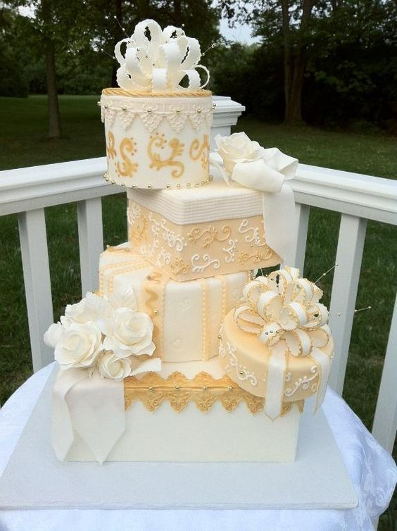 20 Creative Topsy Turvy Wedding Cake Ideas Deer Pearl